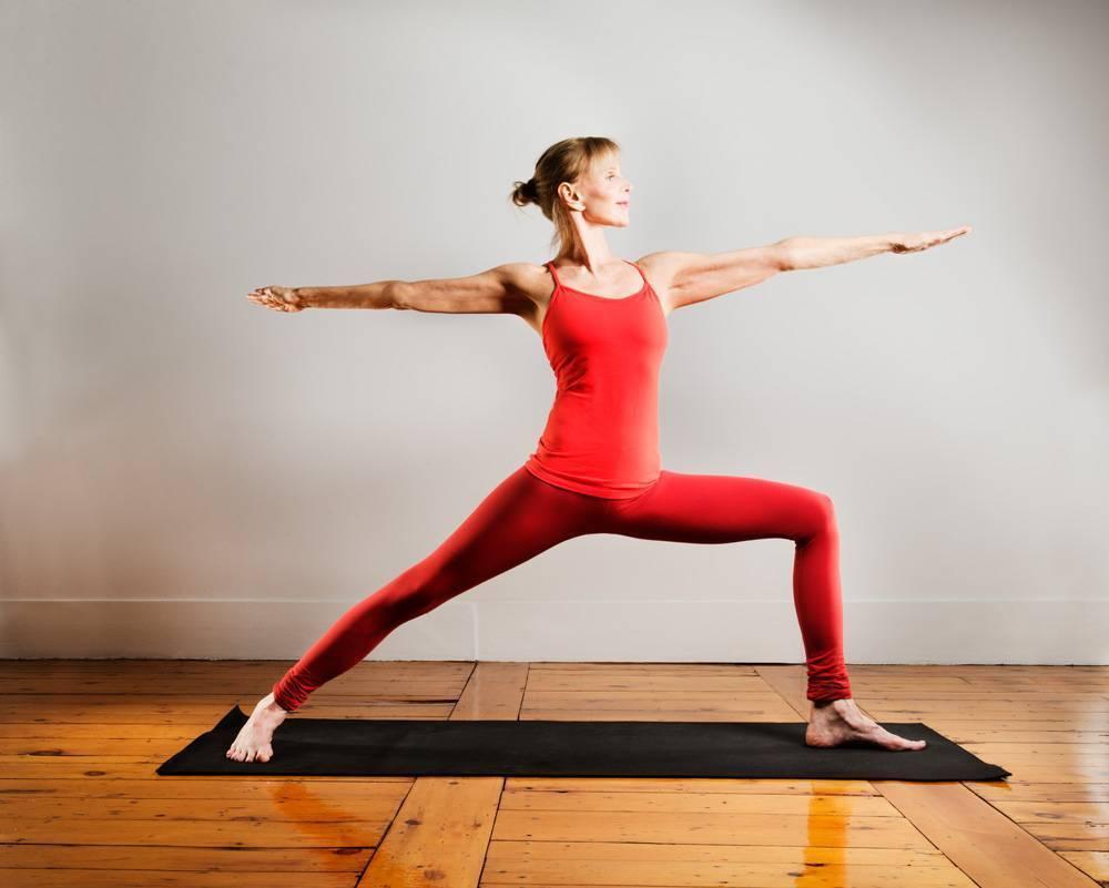 Урдхва мукха шванасана или поза собаки мордой вверх в йоге: техника выполнения, польза, противопоказания