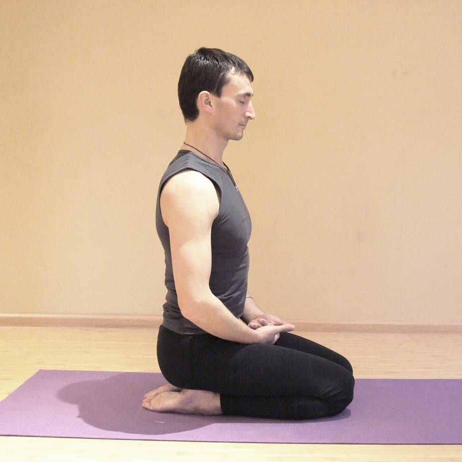 Сарвангасана: техника выполнения позы свечки или березки в йоге с фото и видео