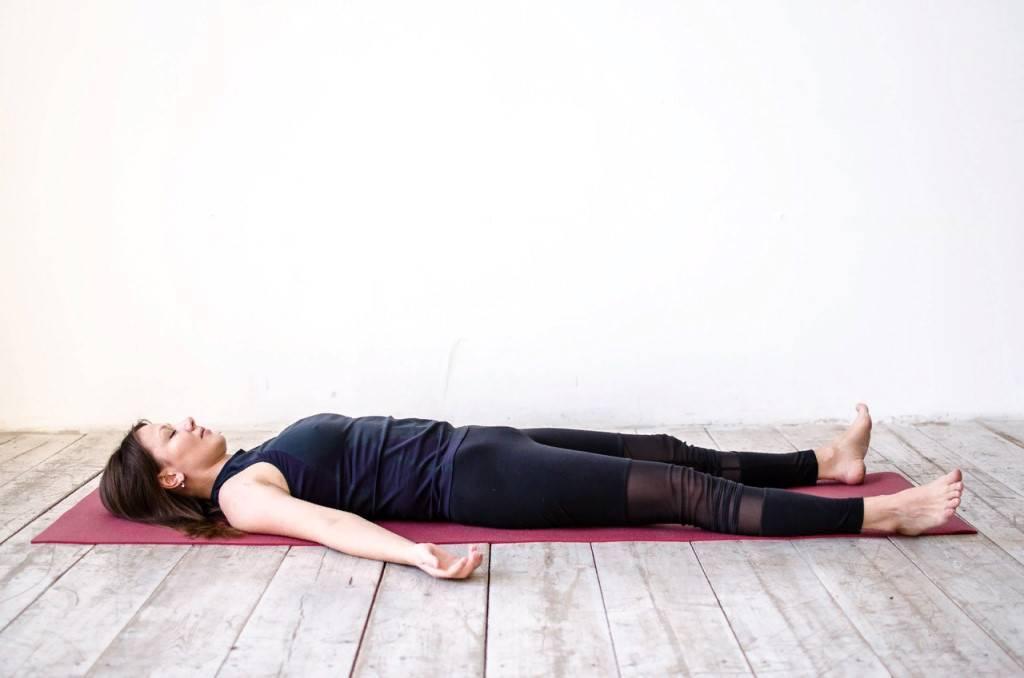 Шавасана, поза труп из йоги | yogamaniya