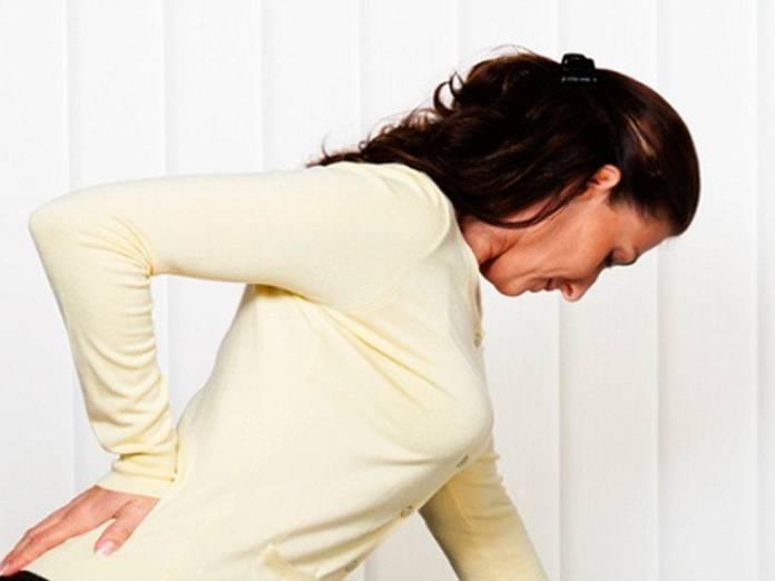 Острые боли в области спины в боках справа и слева: причины, лечение