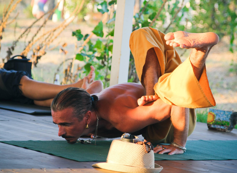 Как йога помогает при снятии стресса?