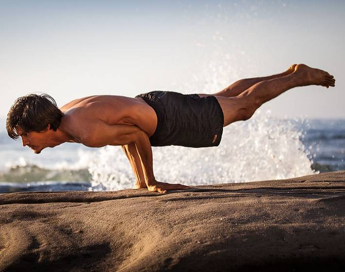 Ардха пинча маюрасана (поза дельфина). йога для стройности, здоровья и красоты