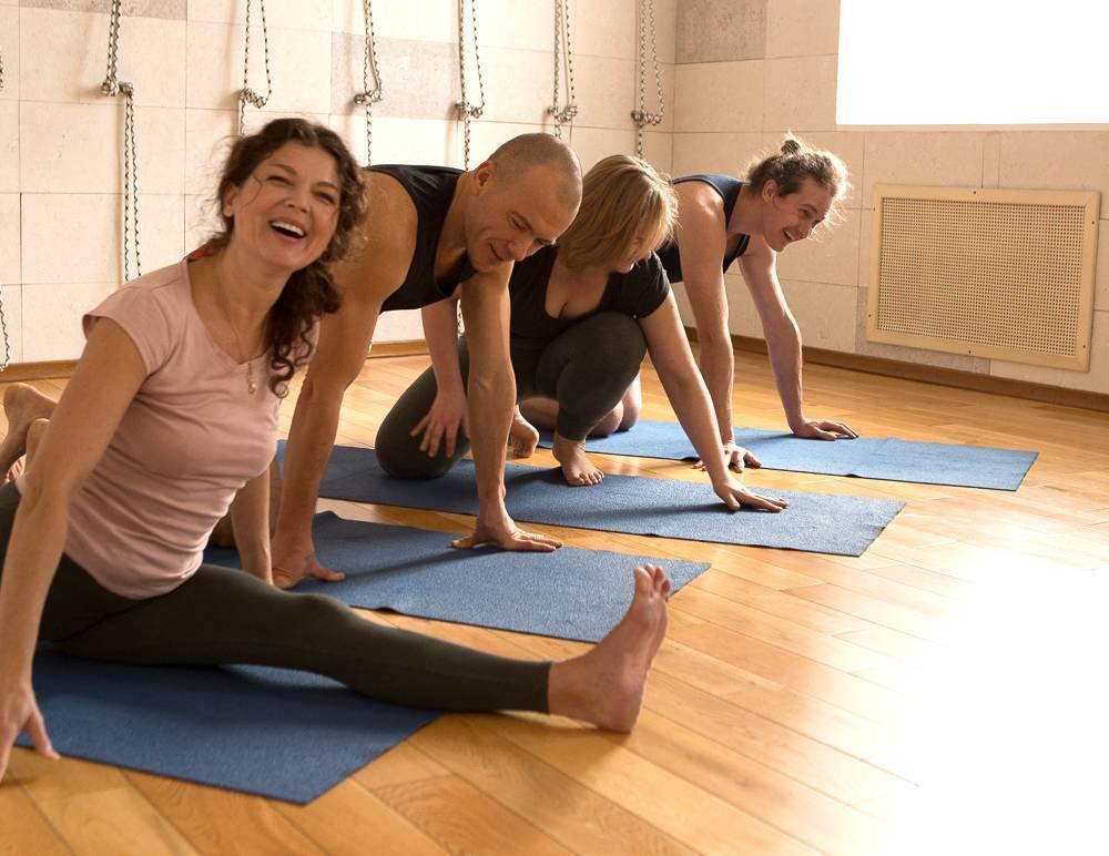 Хатха-йога для начинающих: бесплатные видео уроки для занятий дома - все курсы онлайн
