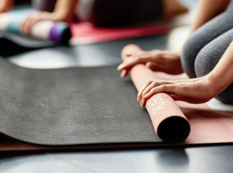 6 лучших ковриков для йоги и фитнеса - рейтинг 2021