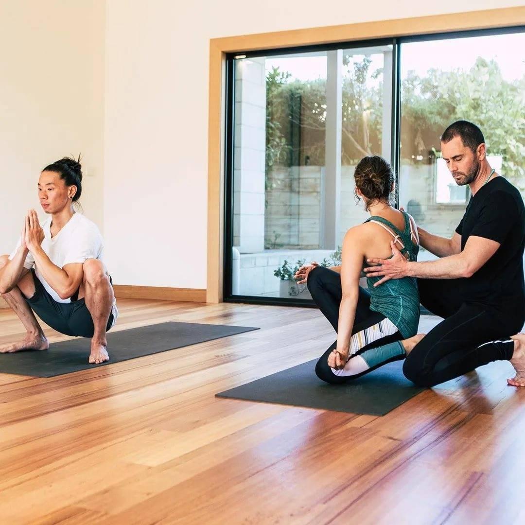 Одежда для йоги: советы по выбору, популярные фасоны