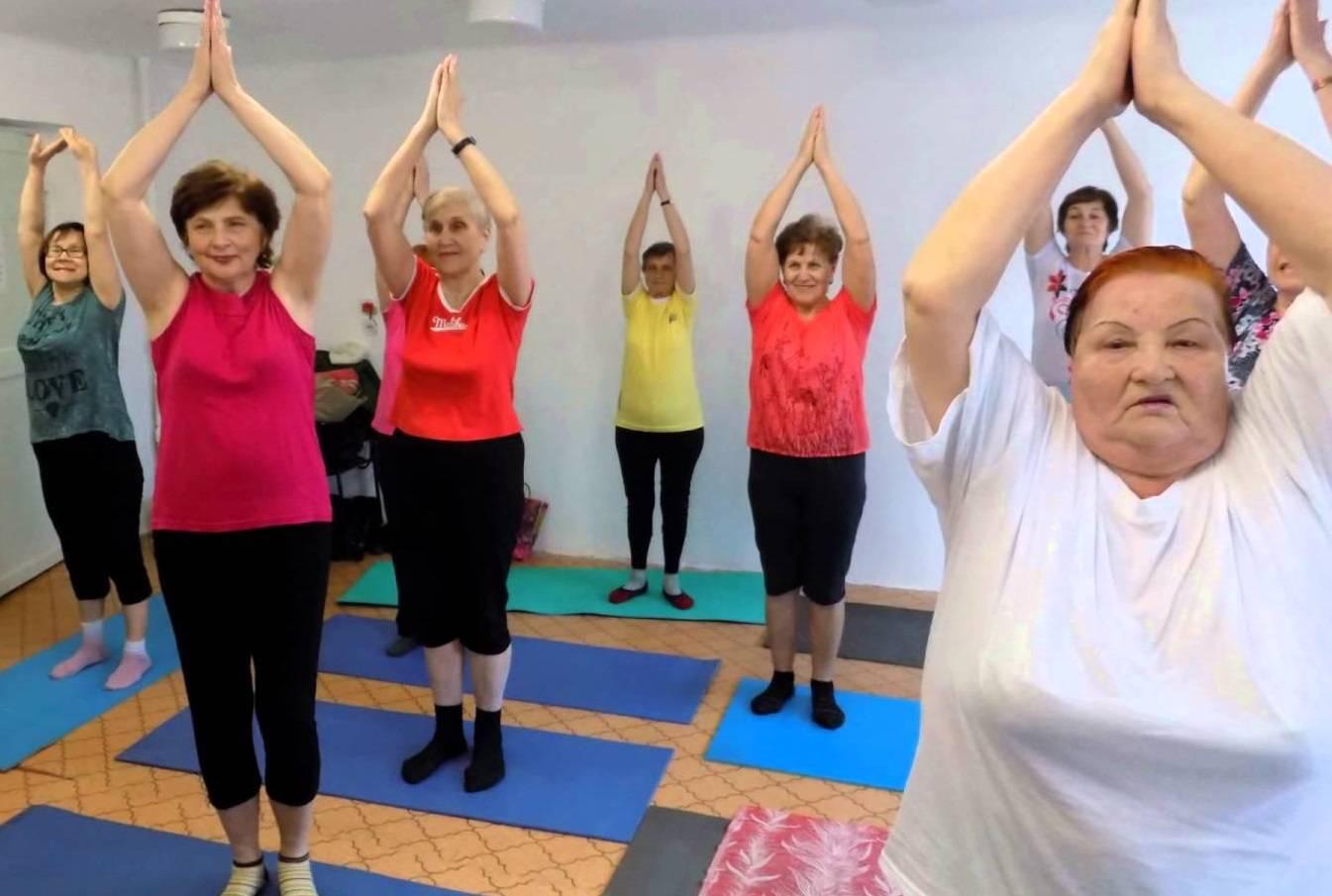 Йога для пожилых — 6 главных плюсов!