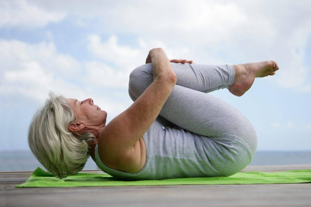Что такое горячая йога: плюсы и минусы