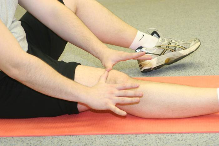 Когда болит тазобедренный сустав и отдает в ногу - что делать