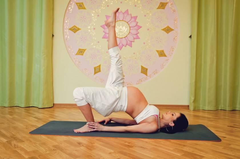 Йога для беременных в домашних условиях: 10 простых асан, которые вы легко повторите + 5 фактов о йоге для беременных | courseburg