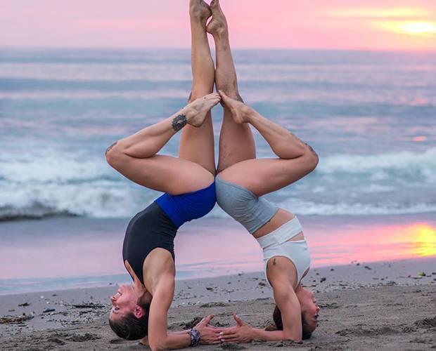 Позы для йоги на двоих: техника выполнения для пары