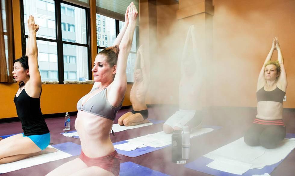 Преимущества и недостатки горячей йоги: что такое бикрам