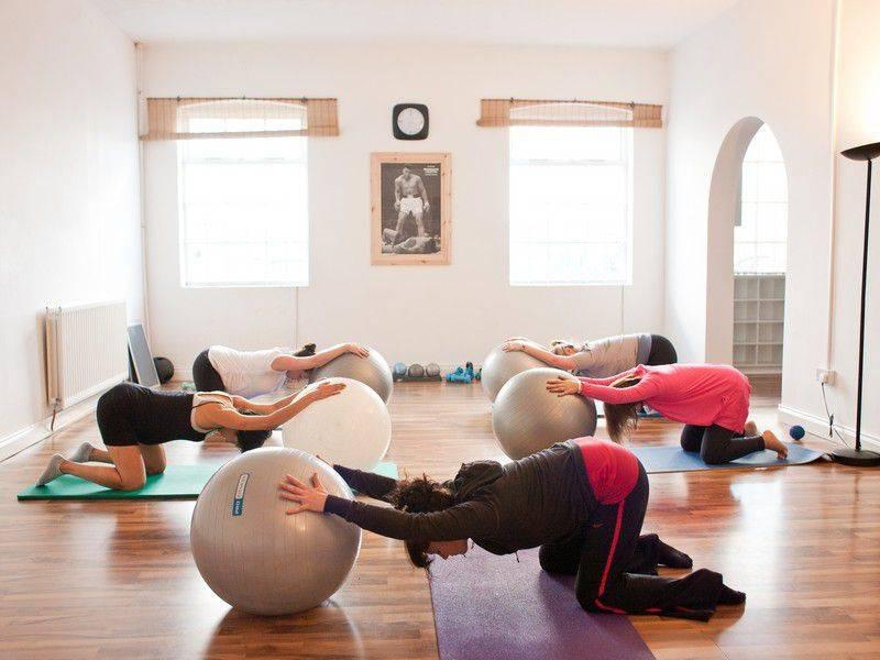 Йога для беременных - комплекс упражнений йоги для дома, 1 2 3 триместр, с картинками и видео