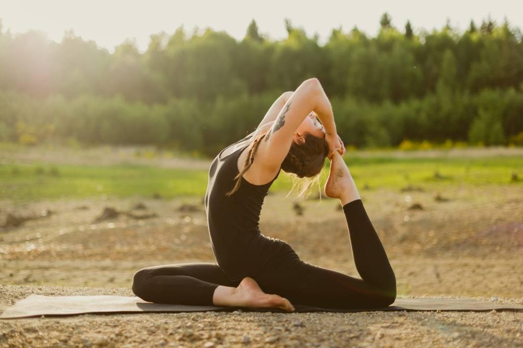 Анджанейасана: поза полумесяца в йоге с фото, ее техника выполнения и польза