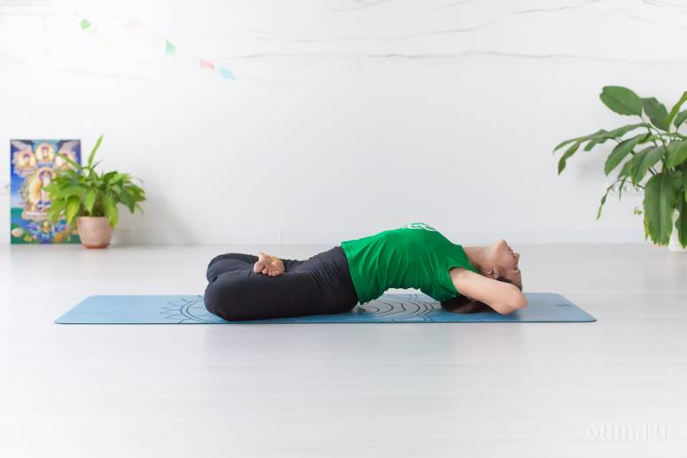 Уткатасана или поза стула в йоге: техника выполнения, польза, противопоказания