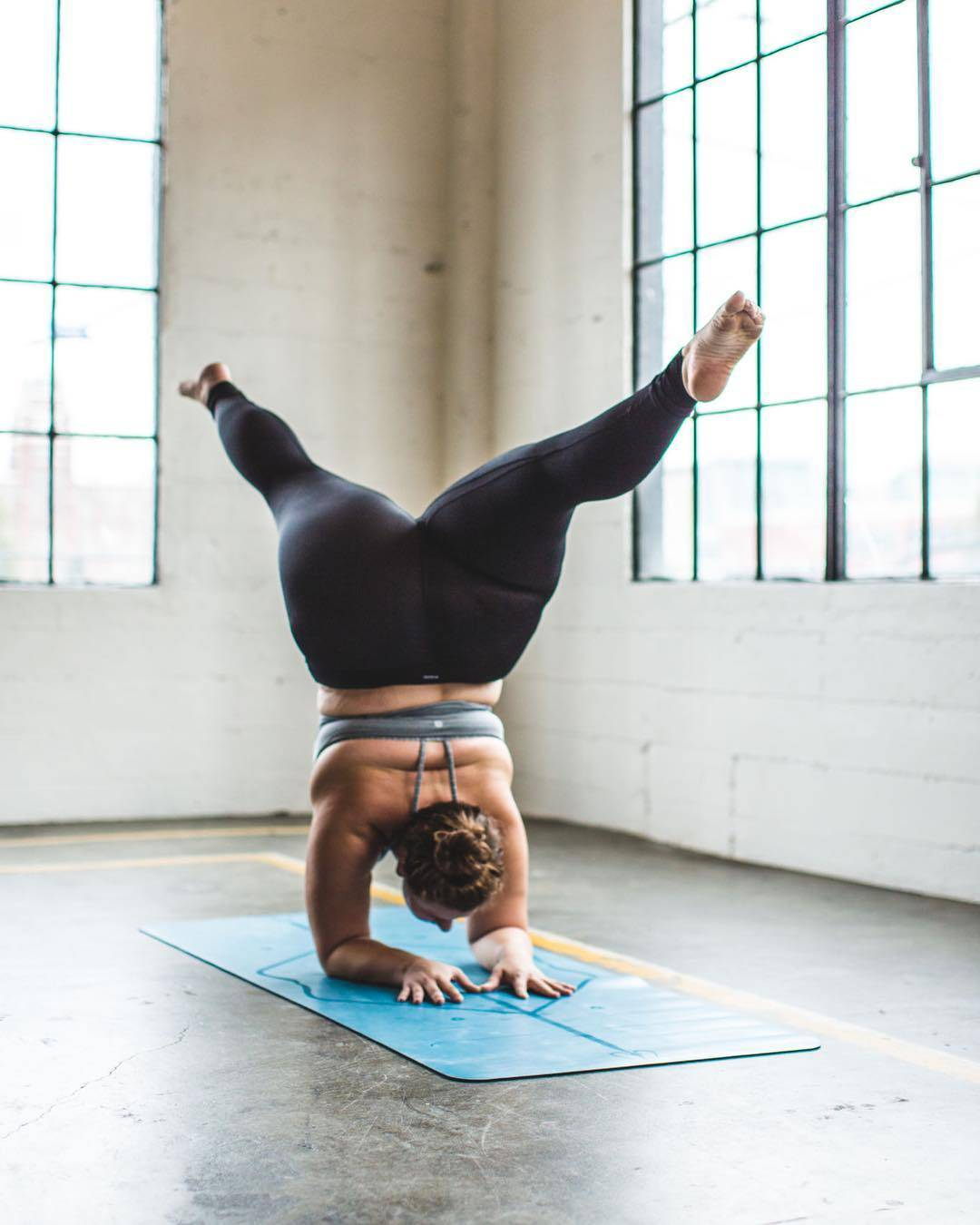 Йога для полных людей