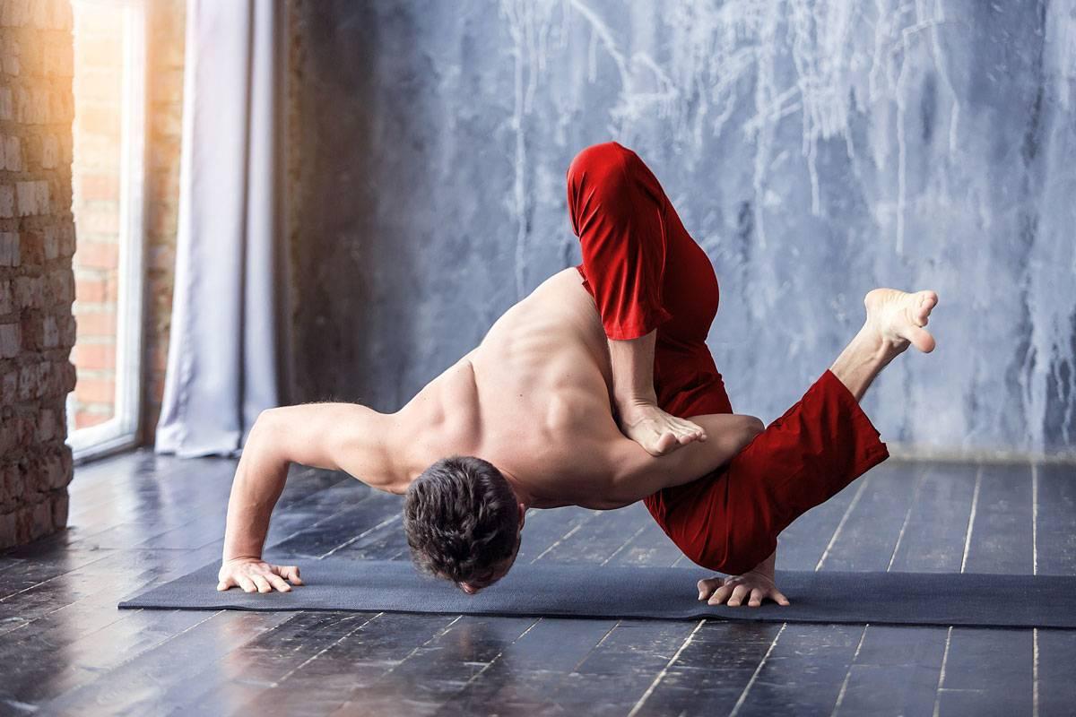 Занятия йогой для мужчин: чем полезна, силовые асаны и позы, комплекс для потенции, похудения