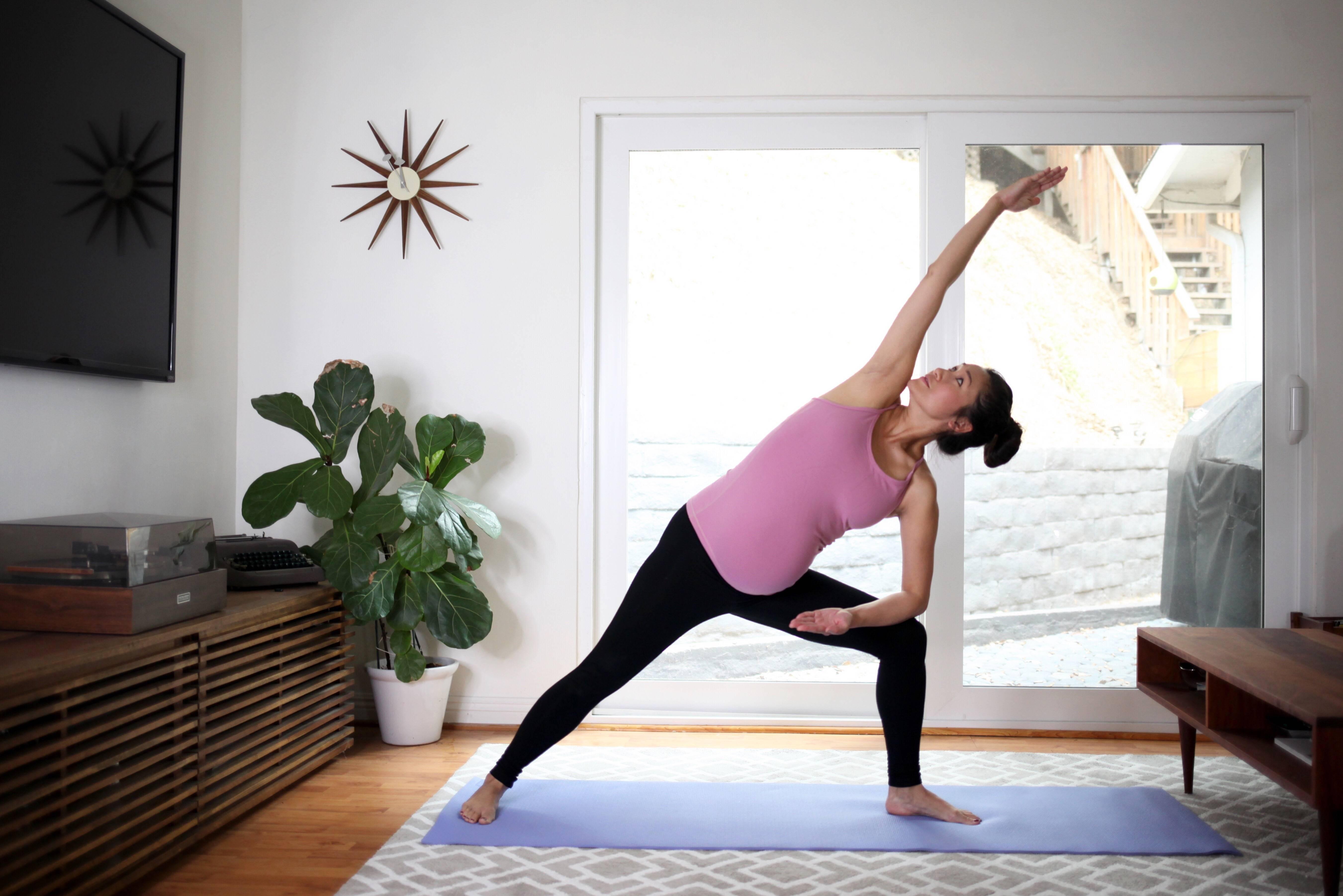 Самая безопасная йога для беременных и особенности упражнений при беременности