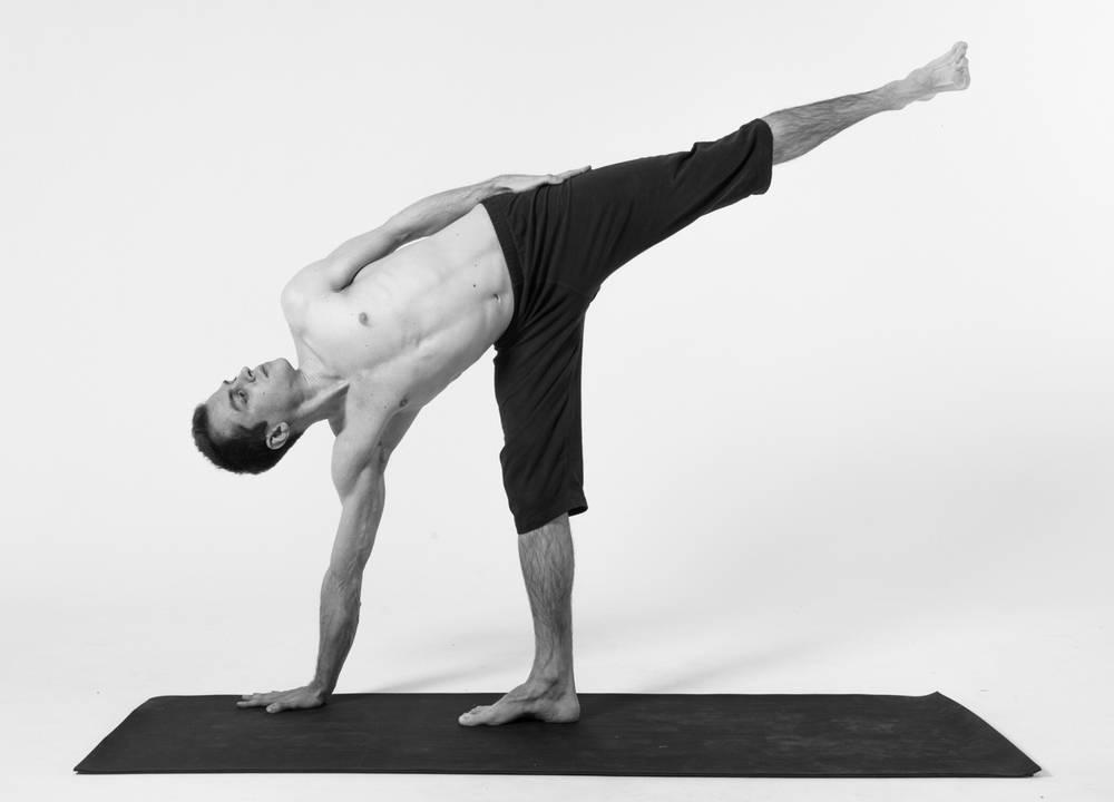 Асана уттхита триконасана – эффективная поза для вытяжения и укрепления всего тела