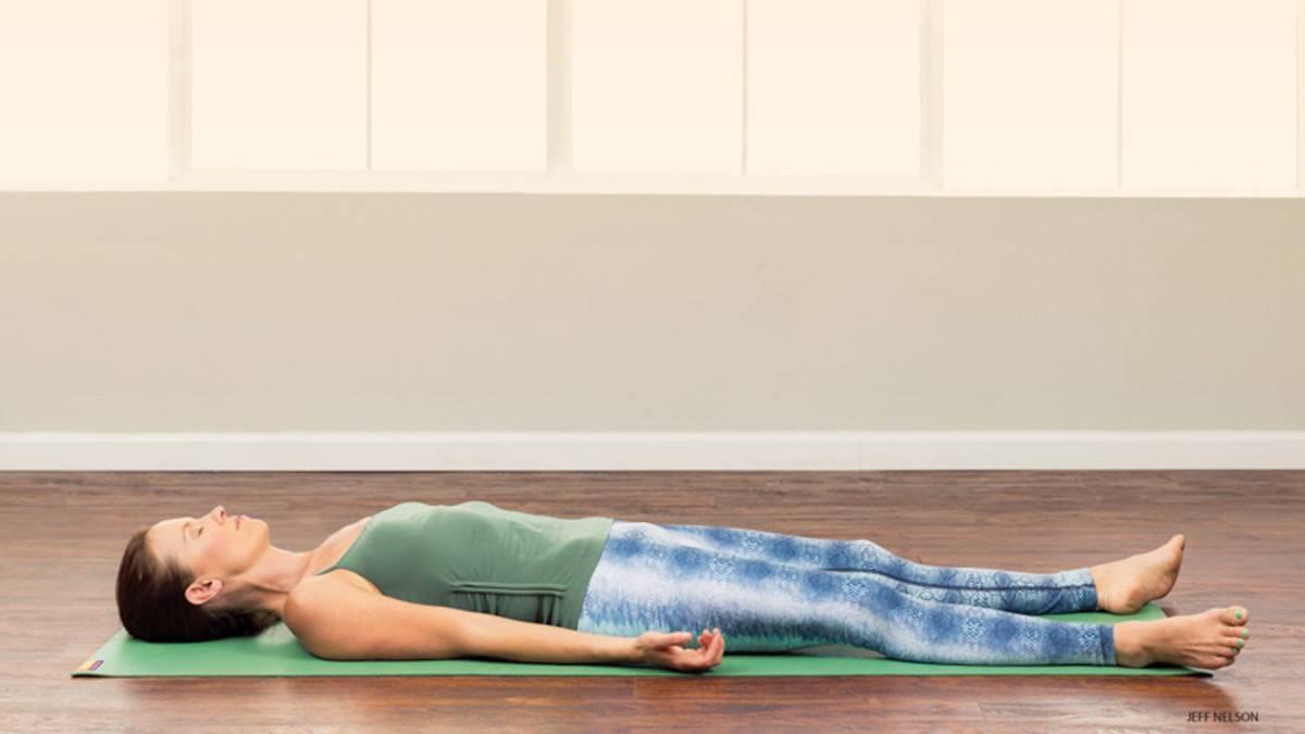 Расслабьтесь и восстановитесь вместе с практикой йога-нидры перед сном