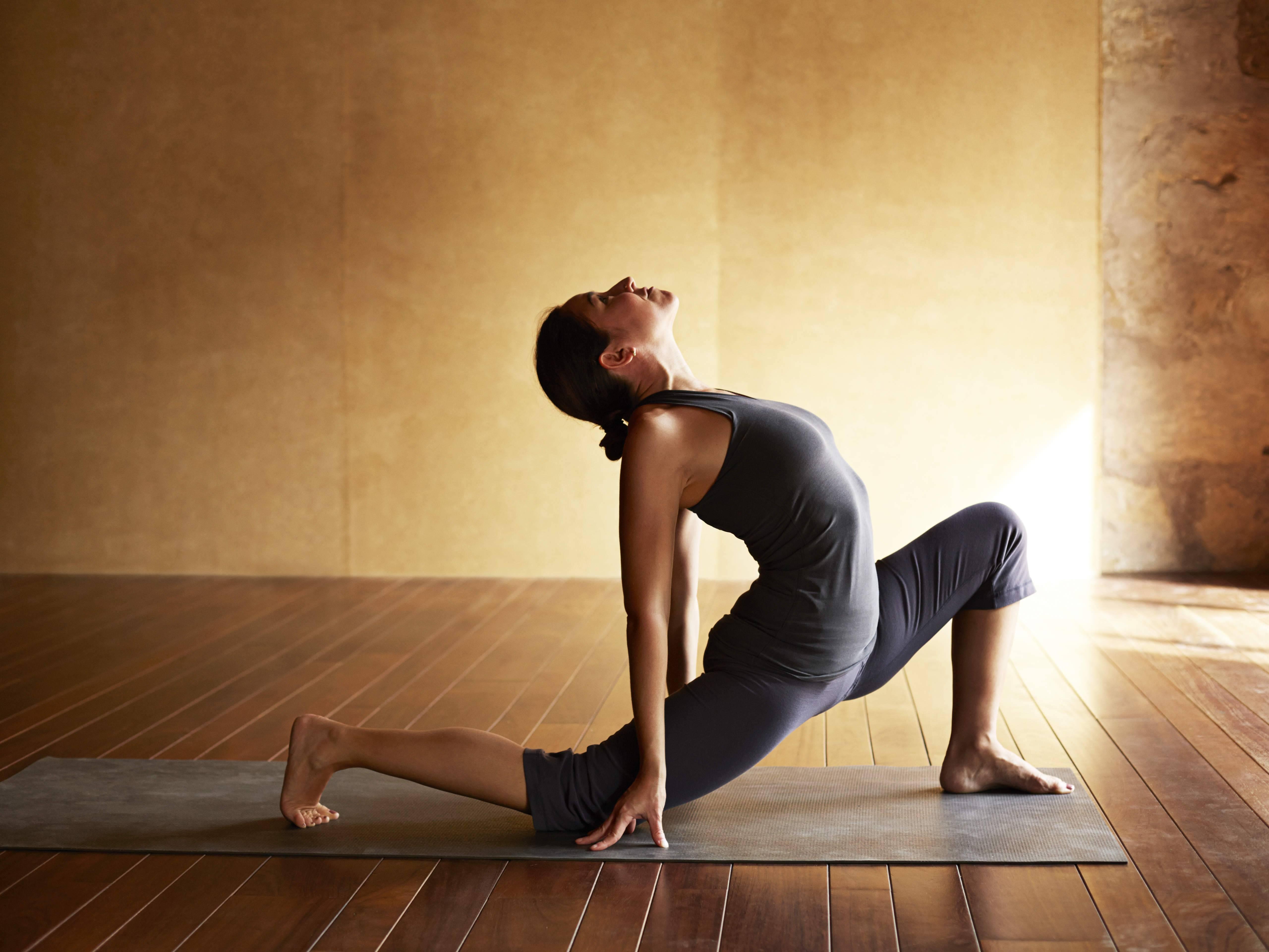 Силовая йога и польза данного фитнес направления для мужчин и женщин