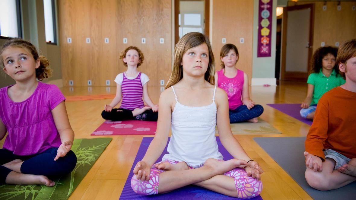 Детская йога для начинающих: позы, упражнения, польза. детская оздоровительная йога и хатха-йога: упражнения, видео