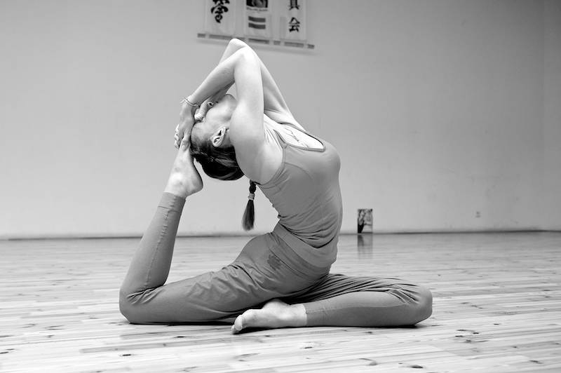 Поза кошки в йоге (марджариасана): эффективное упражнение для позвоночника