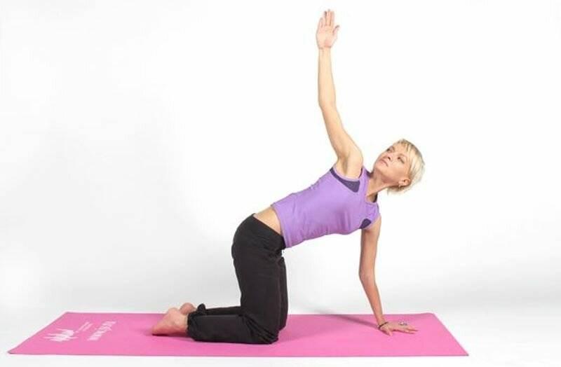 Йога для похудения для начинающих в домашних условиях, помогает ли и как занимаясь получить пользу для фигуры