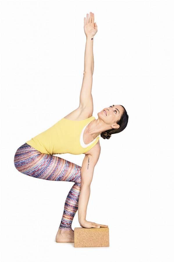 Поза стула в йоге (уткатасана): польза и противопоказания, техника выполнения
