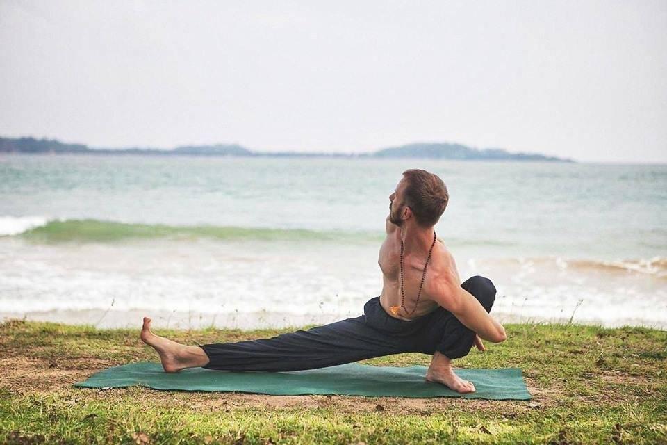 Йога для женщин 50-60 лет: комплекс упражнений для начинающих, а также польза и вред упражнений