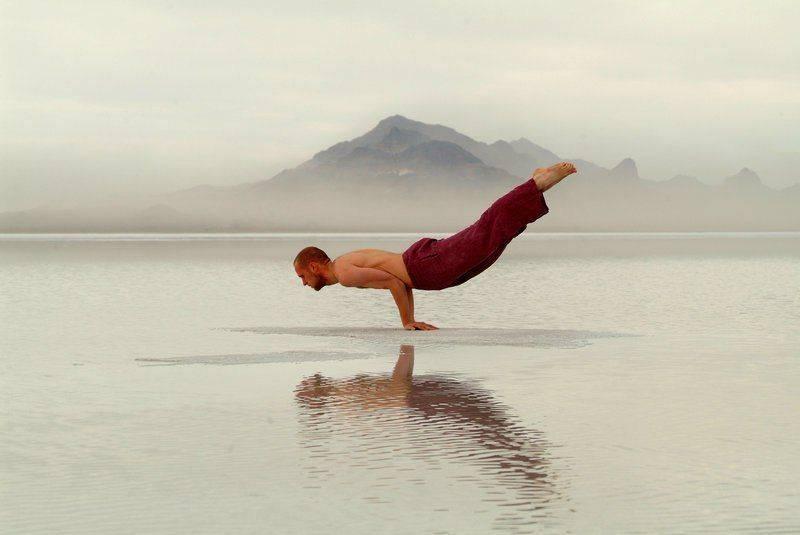 Маюрасана, или поза павлина в йоге