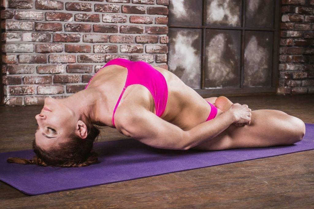 Сету бандха сарвангасана или поза построения моста в йоге: техника выполнения, польза, противопоказания
