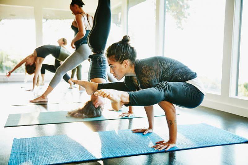 Йога: чем полезна и какую выбрать начинающему?