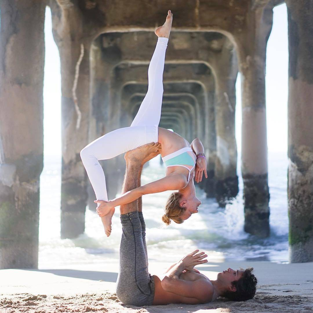 Продвинутые позы йоги для двоих
