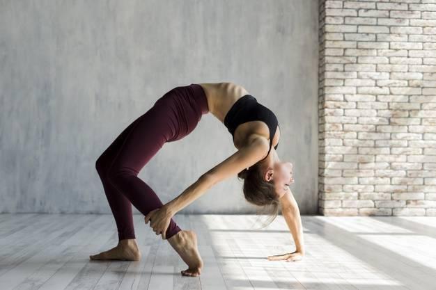 Позы йоги стоя | yogamaniya