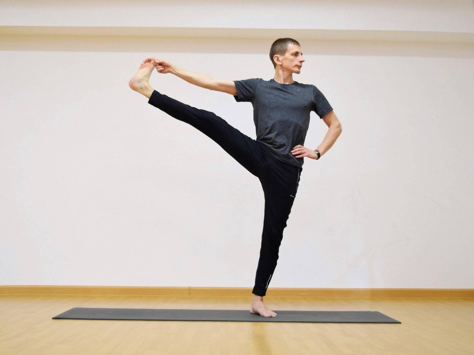 Уттхита хаста падангуштхасана или поза вытянутой ноги и руки в йоге: техника выполнения, польза, противопоказания