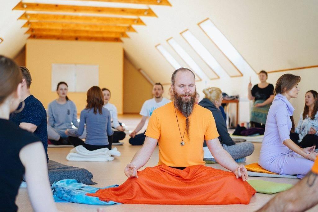 Атма крия йога: какую пользу приносят упражнения и другие практики этого направления