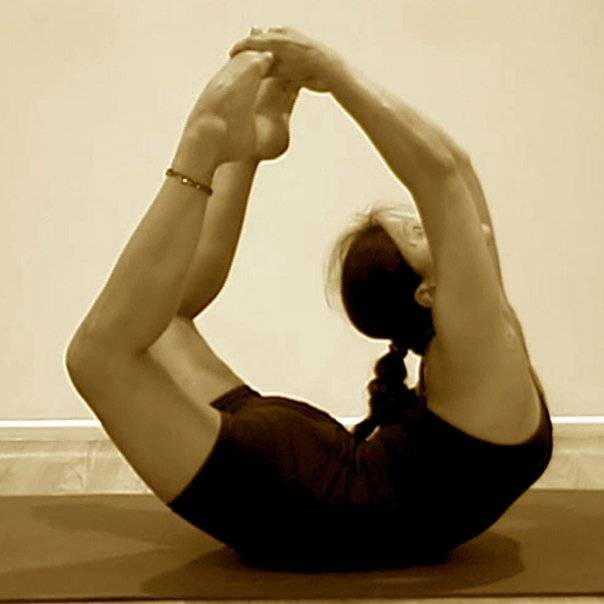 Дханурасана — поза лука в йоге