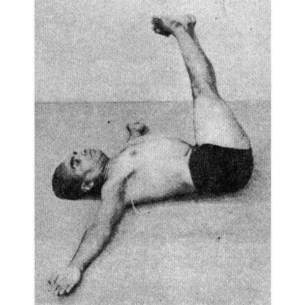 Уттанасана: поза интенсивного вытяжения в йоге, ее техника выполнения, а также польза и противопоказания