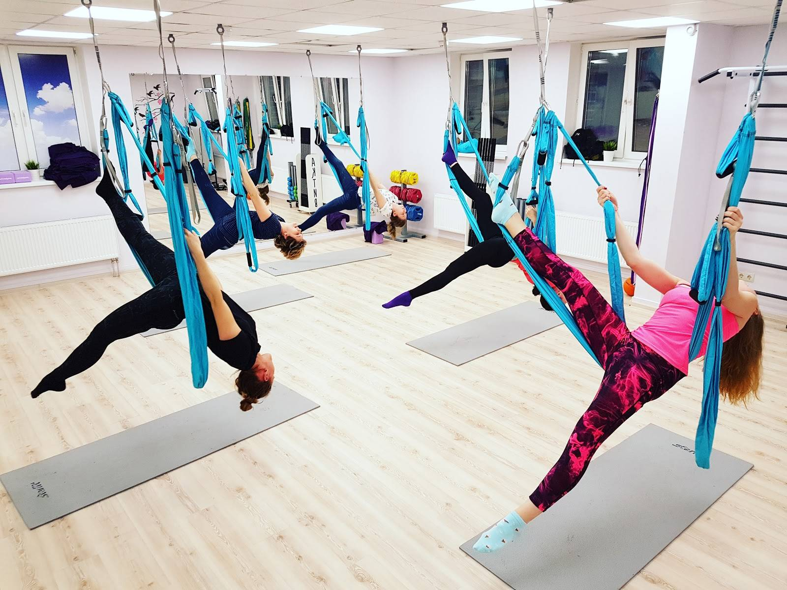 Антигравити йога: что это такое и какие противопоказания