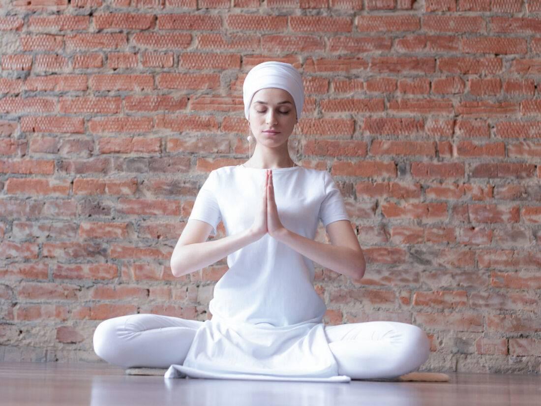 Кундалини-йога для женщин: что это, какую несет пользу, а также женские практики
