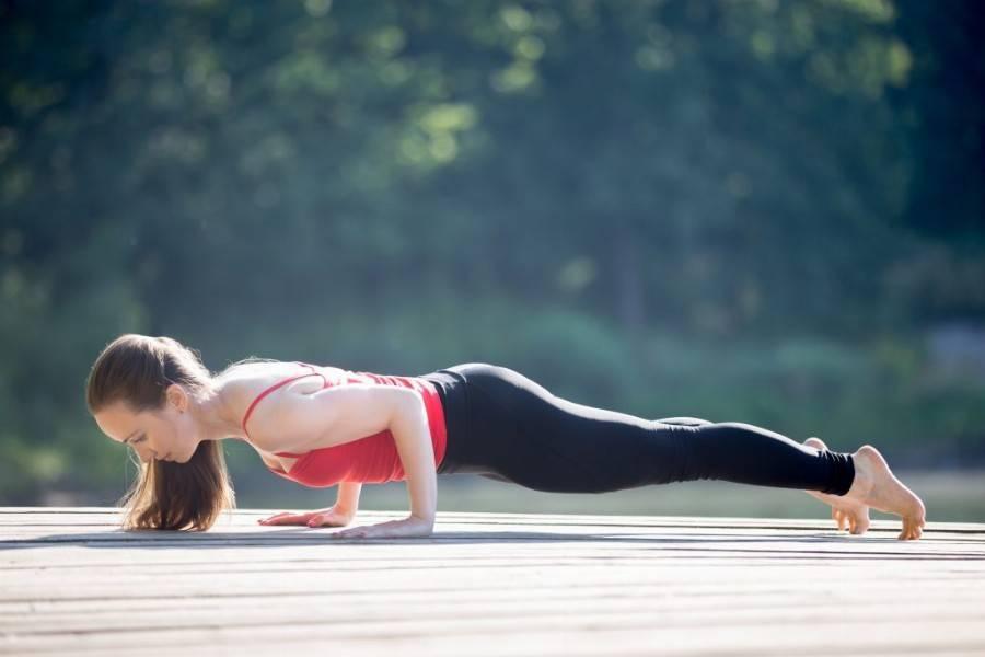 Выполнение Чатуранги Дандасаны в йоге: укрепление тела и духа