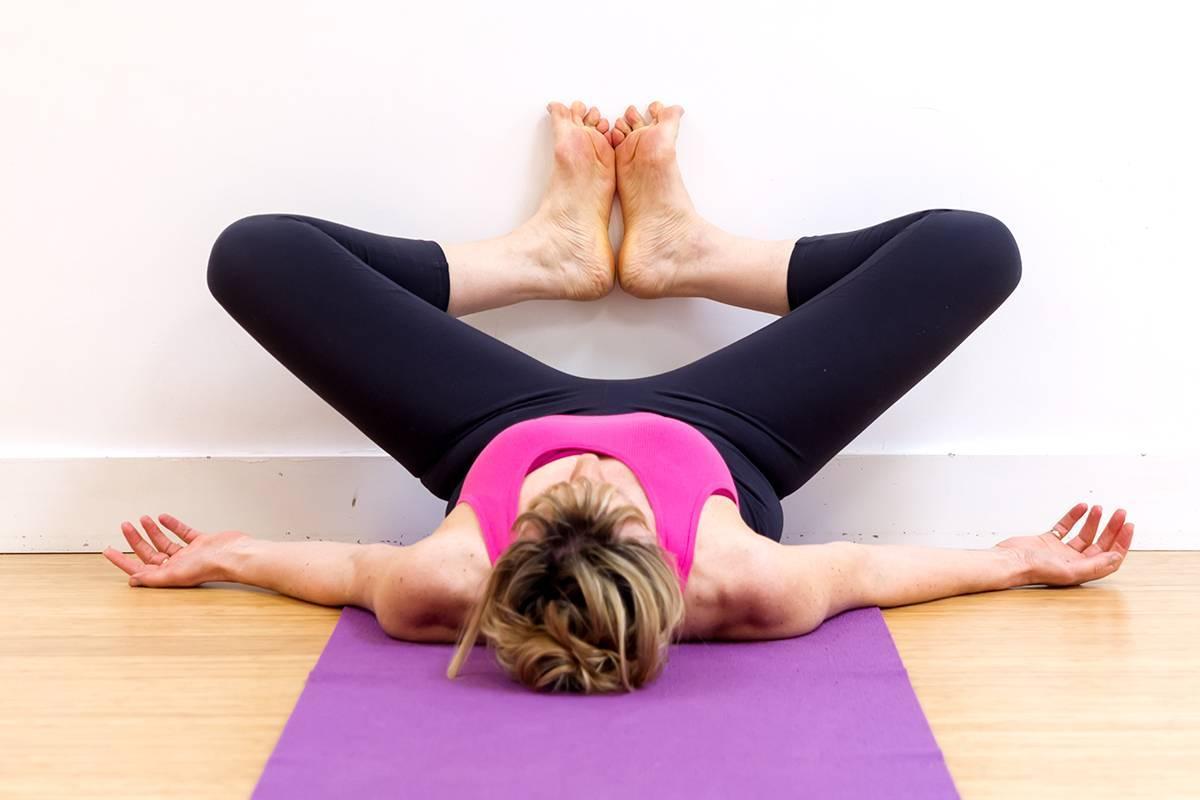 Йога для беременных: супта баддха конасана | федерация йоги россии – федерация йоги россии