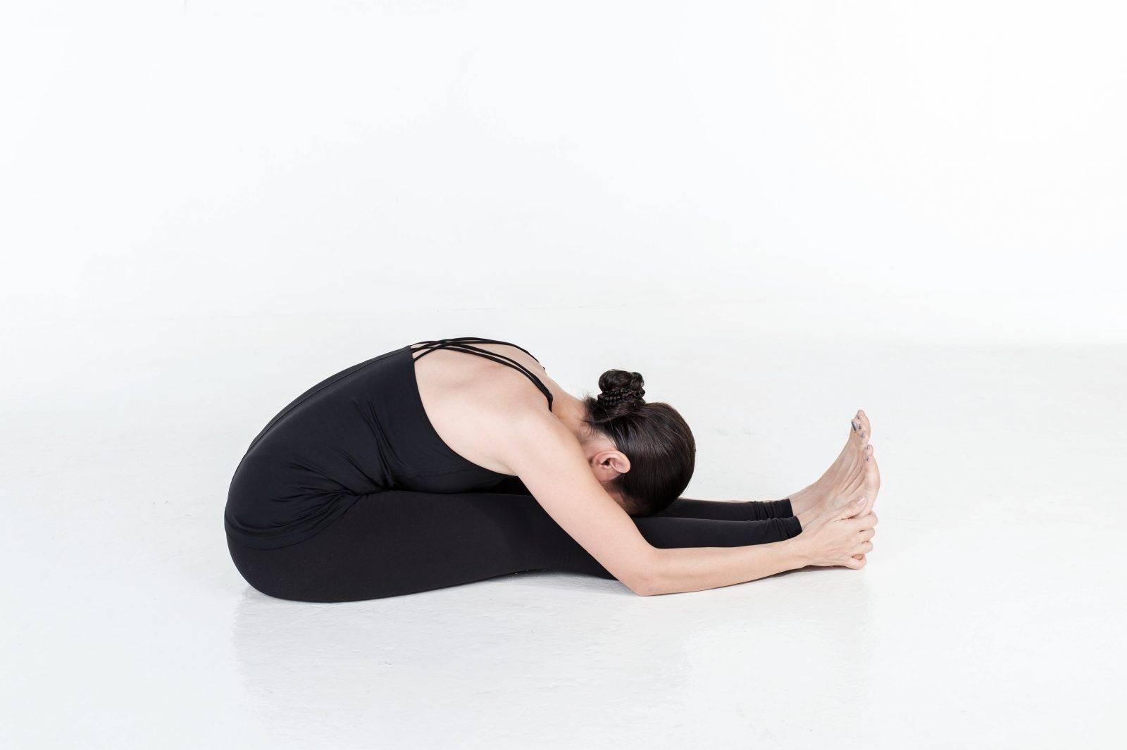 Пашчимоттанасана — поза растягивания спины