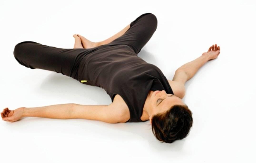 Йога перед сном - вечерняя практика асан для начинающих, упражнения для расслабления | студия йоги чакра