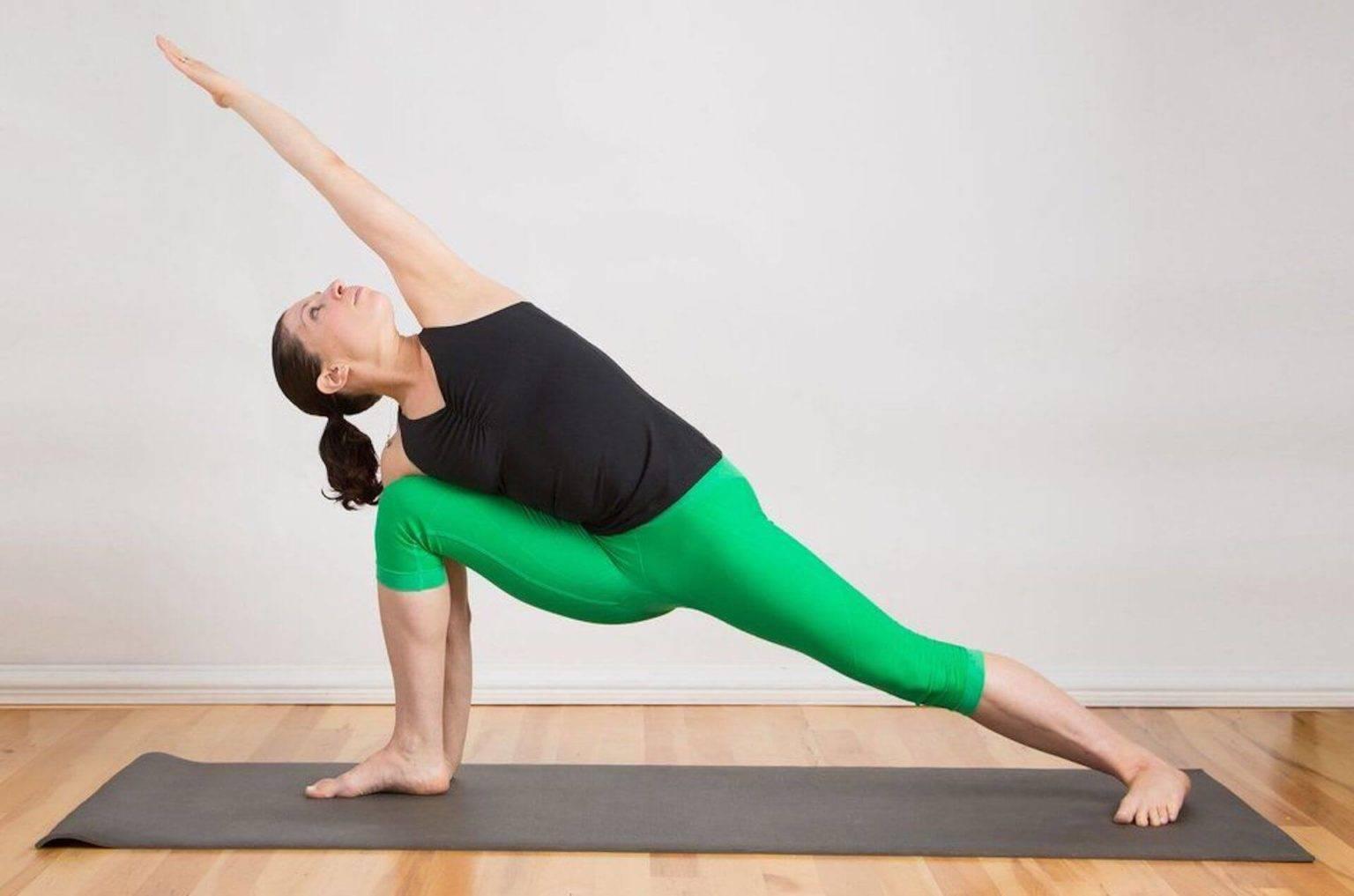 Интенсивное боковое вытягивание и укрепление ног: поза Уттхита Паршваконасана в йоге