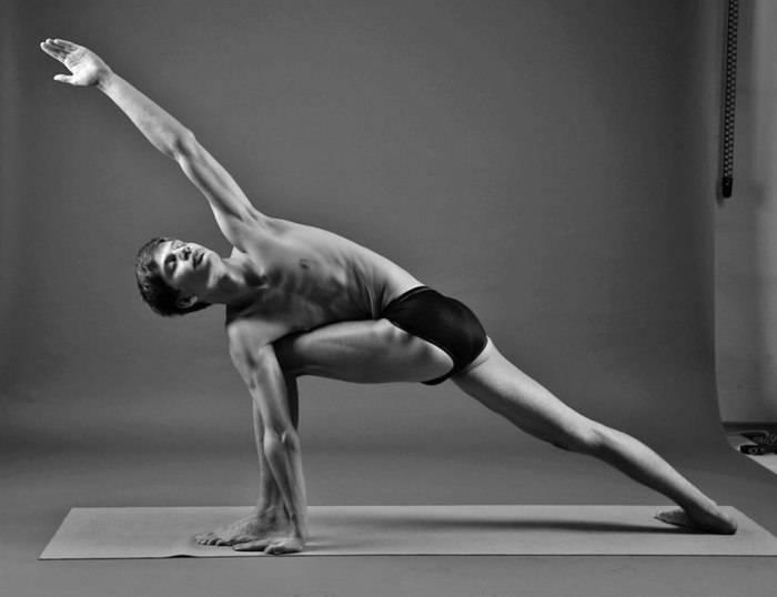 Поза Паривритта Паршваконасана – мощное упражнение для улучшения пищеварения