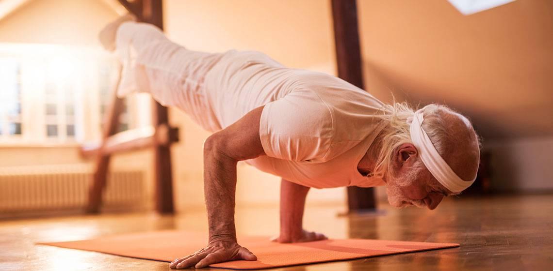 Йога для пожилых (после 50,60 ): комплекс упражнений для начинающих, занятия в домашних условиях, видео