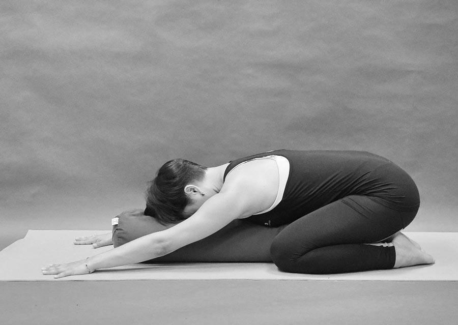 Йога во время месячных — опасные и полезные асаны