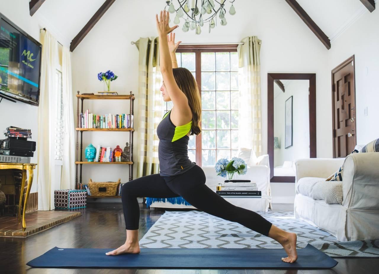 С чего начать практику йоги самому в домашних условиях?