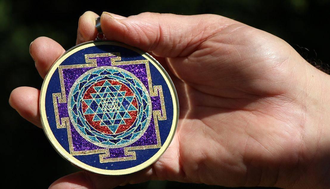 Шри янтра (трипурасундари). совершенная в трех мирах